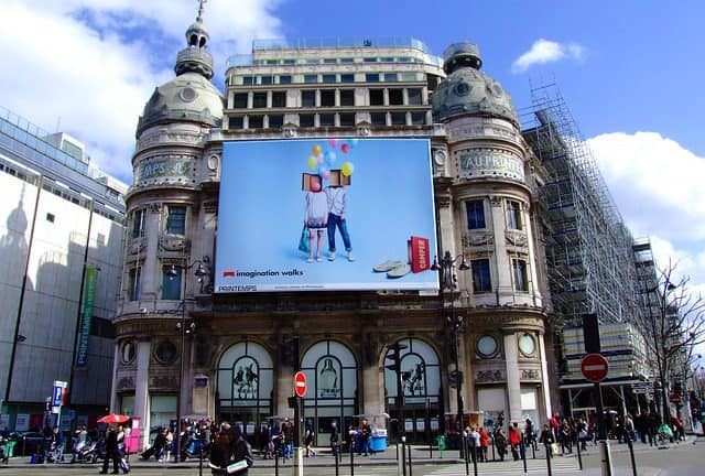 Banery reklamowe Kraków - zalety i wady tradycyjnej reklamy